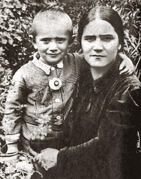 Джигарханян, мама