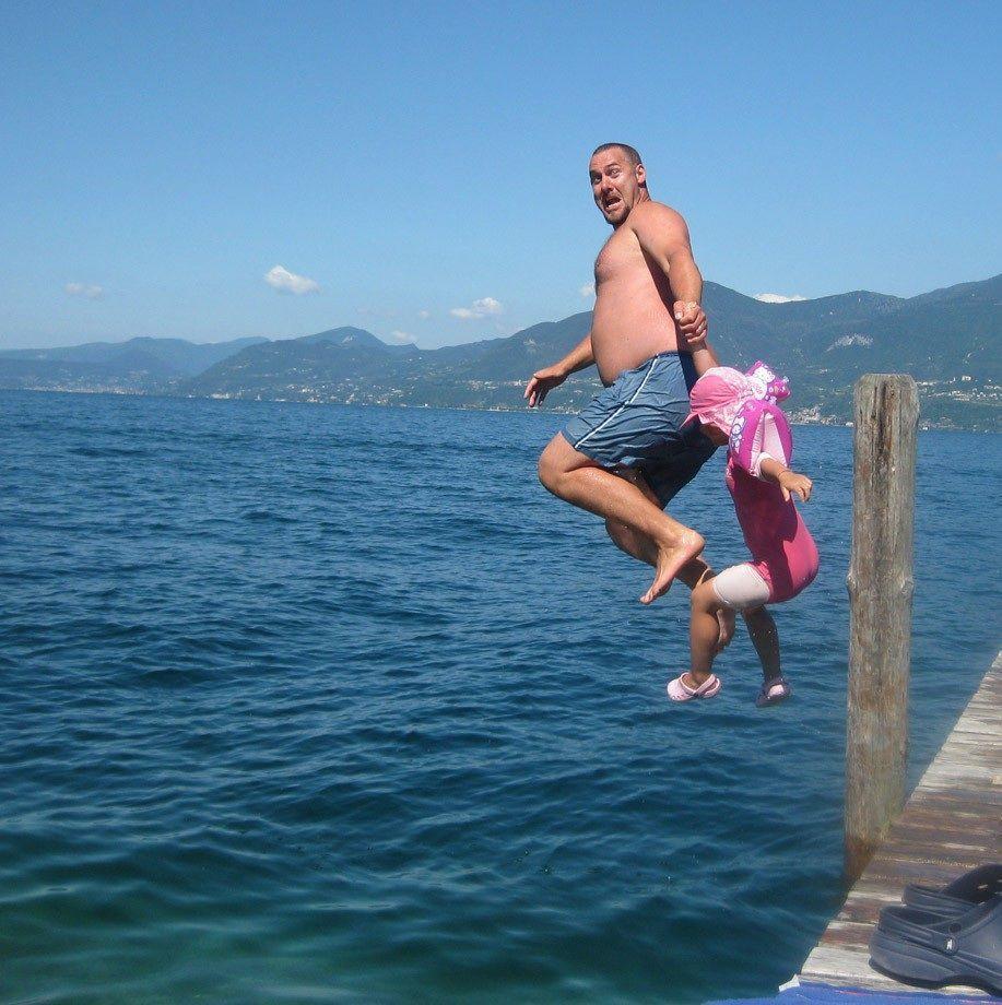 прыжок, море
