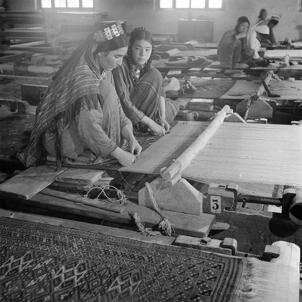 женщины, ткачество