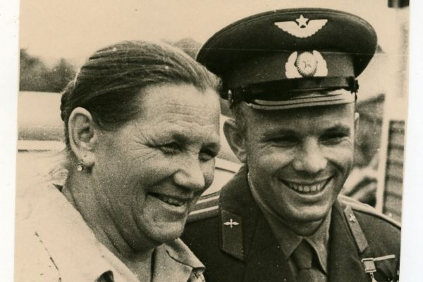 Гагарин, мама
