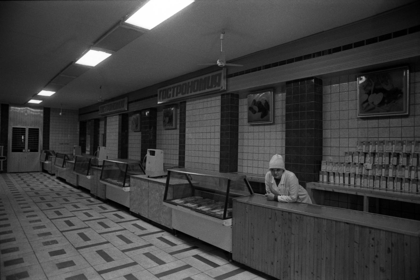 Пустые прилавки советских магазинов