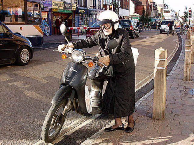бабушка, мотоцикл