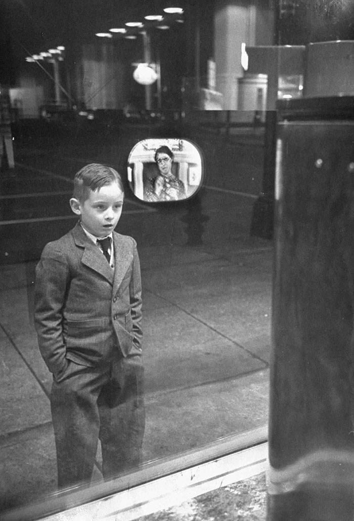 мальчик, телевизор