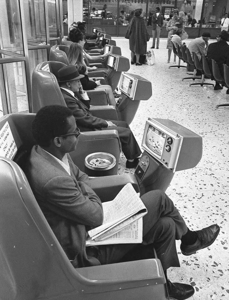вокзал, телевизор, пепельница