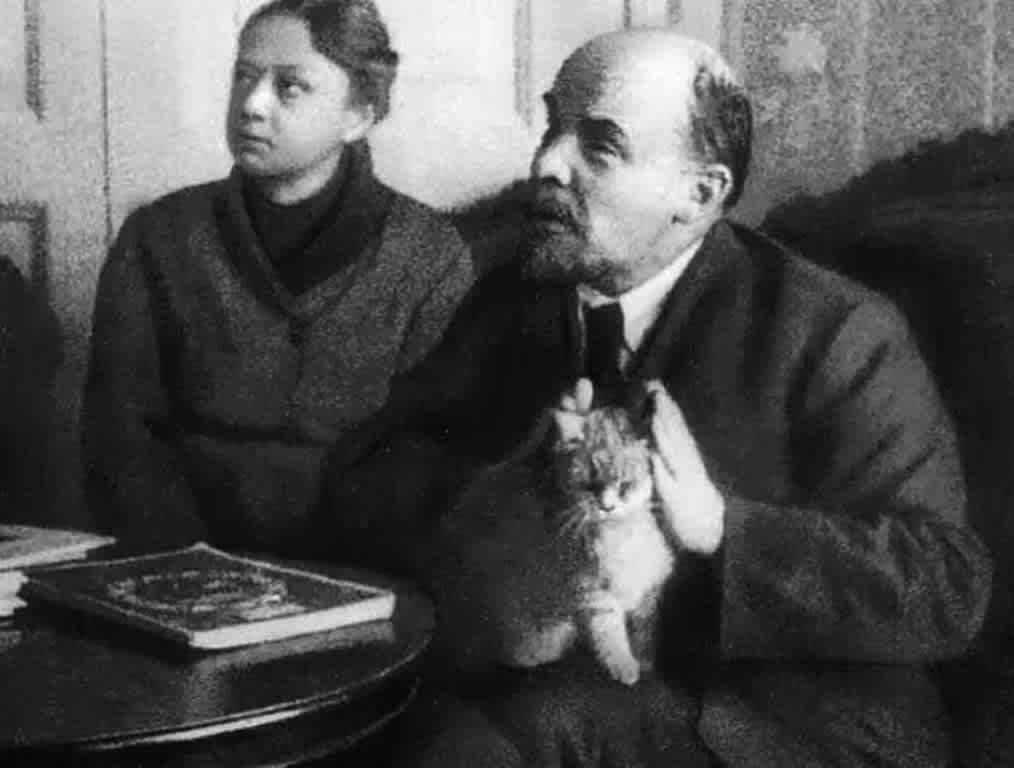 Ленин и кошка