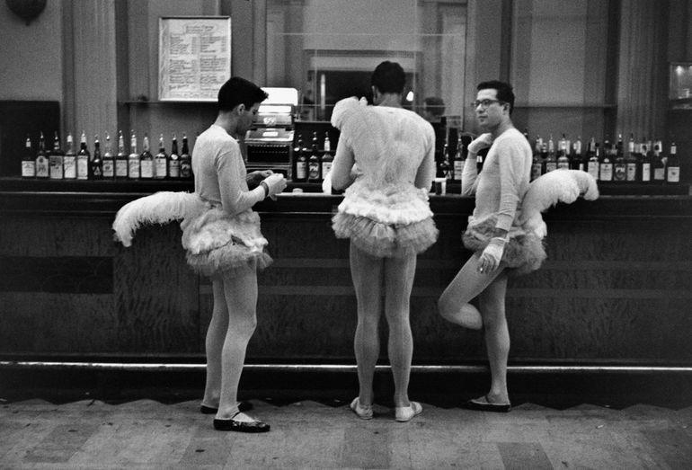 мужчины, пачки, бар