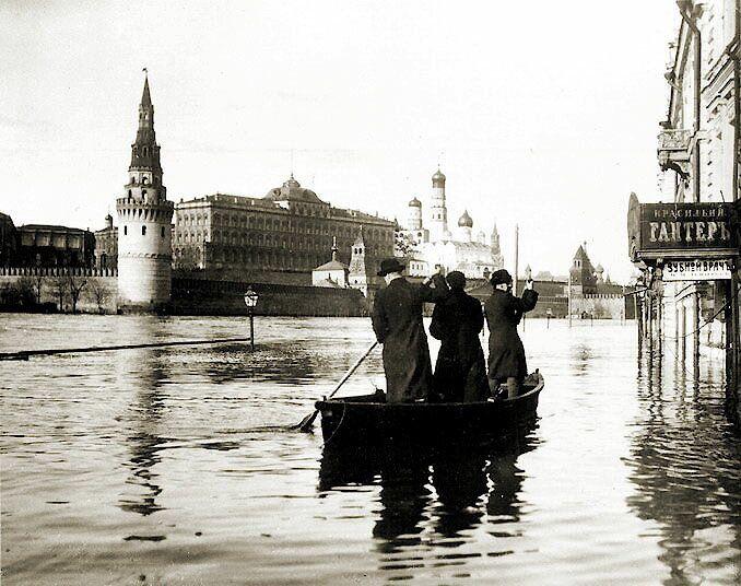 Москва, наводнение, лодка