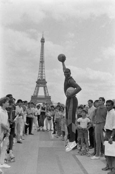 мяч, Париж, башня, баскетболист