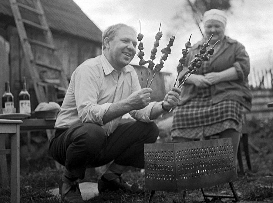 Если включить фантазию, то можно почувствовать запах шашлыка / Фото: ©musthaveforyou.mediasole.ru