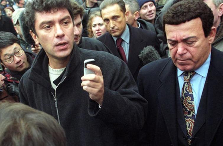 Борис Немцов и Иосиф Кобзон на Дубровке в 2002 году