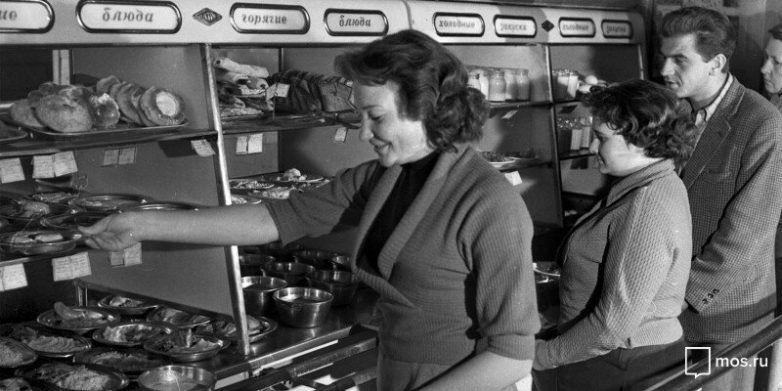Советская столовая - теперь так не кормят / Фото:©mixnews.lv