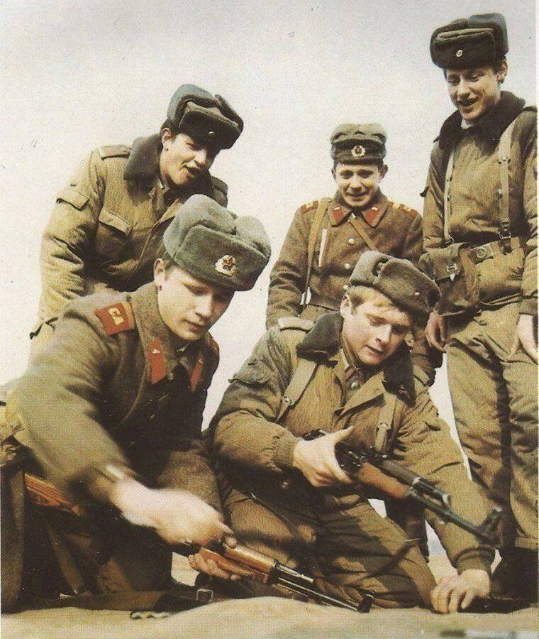 Соревнования среди солдат оп сбору АК / Фото:©mixnews.lv