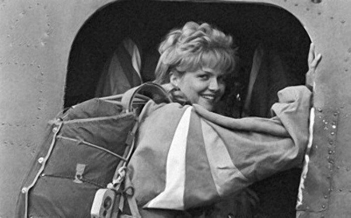 актриса, самолет