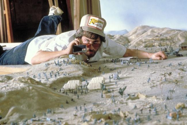 """Стивен Спилберг во время съёмок первой части """"Индианы Джонс"""", 1980"""