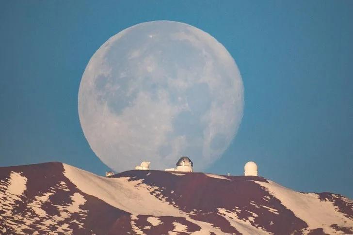 Луна, вулкан
