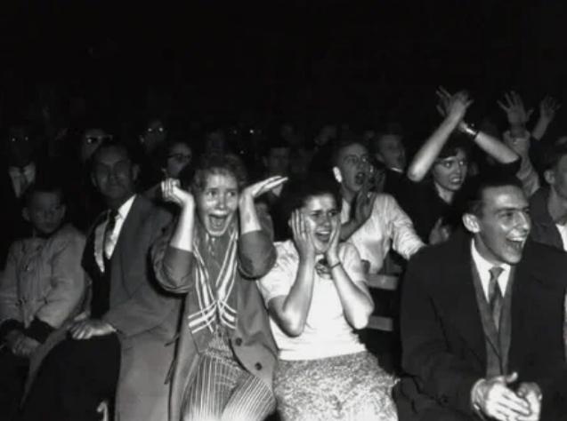Фанаты Элвиса Пресли фанатеют