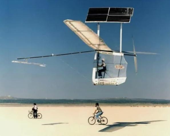 Испытания мускулолета Gossamer Albatross II — летательного аппарата, приводимого в действие мускульной энергией пилота, NASA, 1980 г.