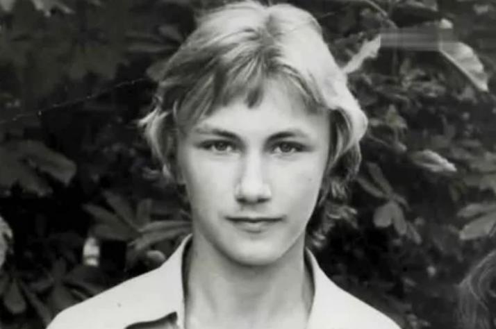 Николаев, молодость