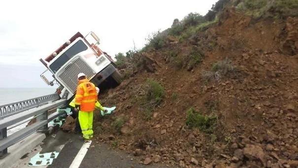автомобиль, грузовик, обвал, авария
