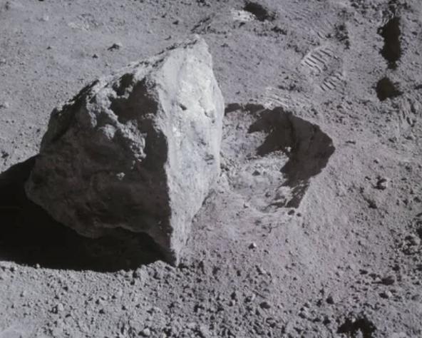Кусочек Луны можно купить за внушительную сумму