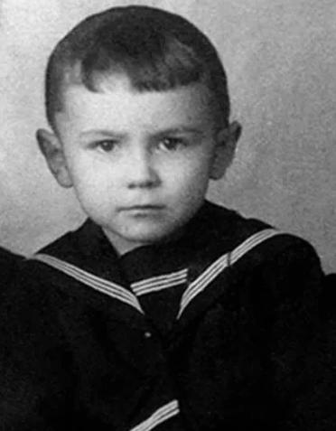 Леонтьев, детство