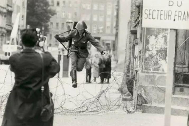 прыжок, стена