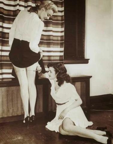 В военное время девушки тоже хотели быть красивыми / Фото: ©masterok.livejournal.com
