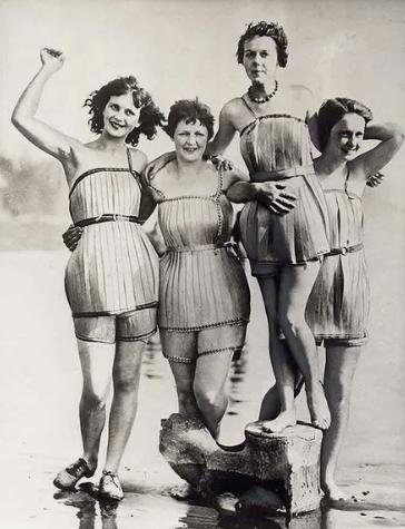 Женщины в купальниках, в которых не утонешь / Фото: ©masterok.livejournal.com