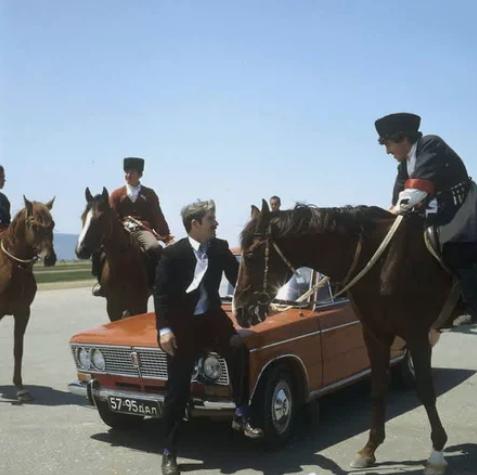 автомобиль, реклама, лошадь