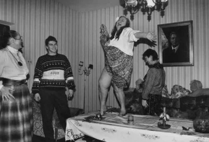 Брежнева, стол, танец