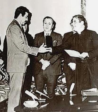 Вручение ключей от Детройта Саддаму Хусейну