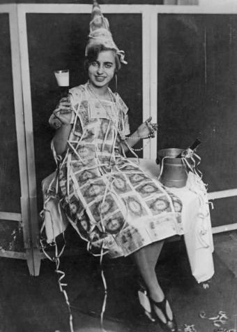 Одежда из денег, гиперинфляция в Германии, 1923 год