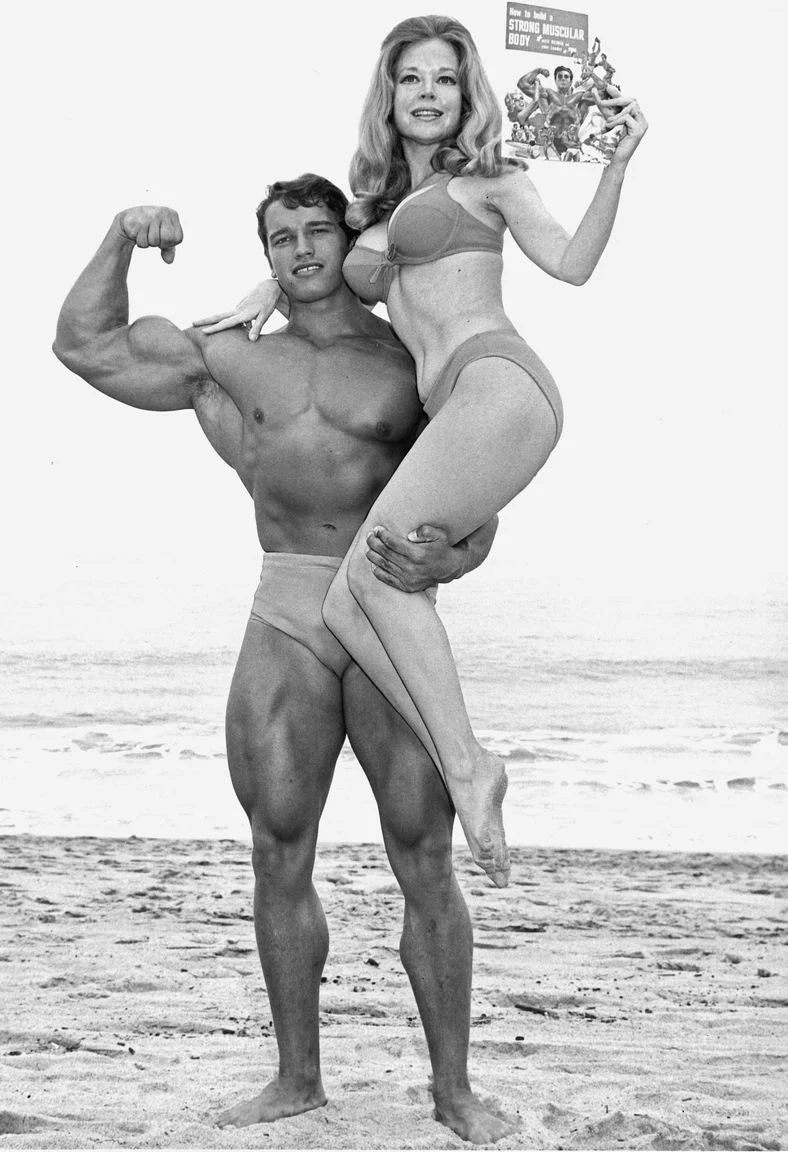 Шварценеггер, девушка, пляж