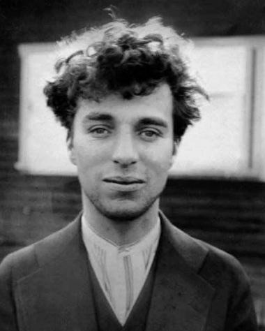 Чарли Чаплин без усиков - совсем не похож