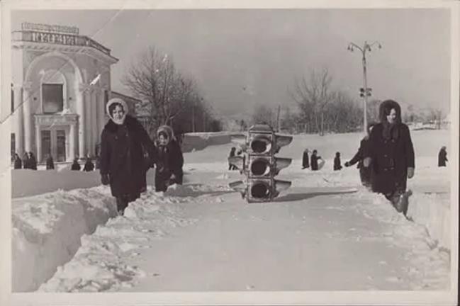 Последствия сильнейшего снегопада на Сахалине. 1960 год