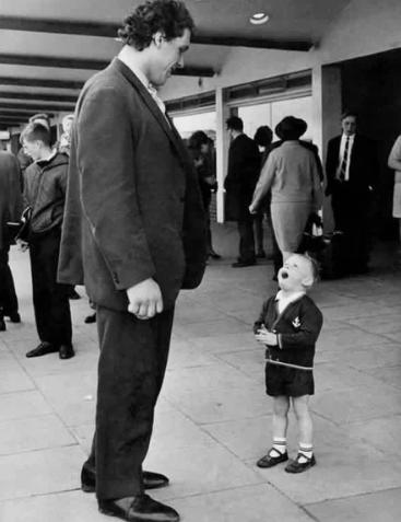 Мальчик встретил рестлера Андре Гиганта, 1970 год