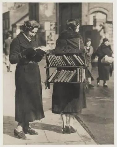 Английский мобильный библиотекарь, 1930–е годы, Лондон