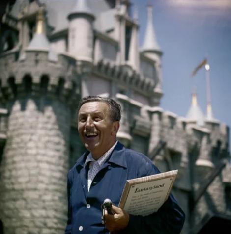 """Уолт Дисней очень радовался открытию """"Диснейленда"""""""