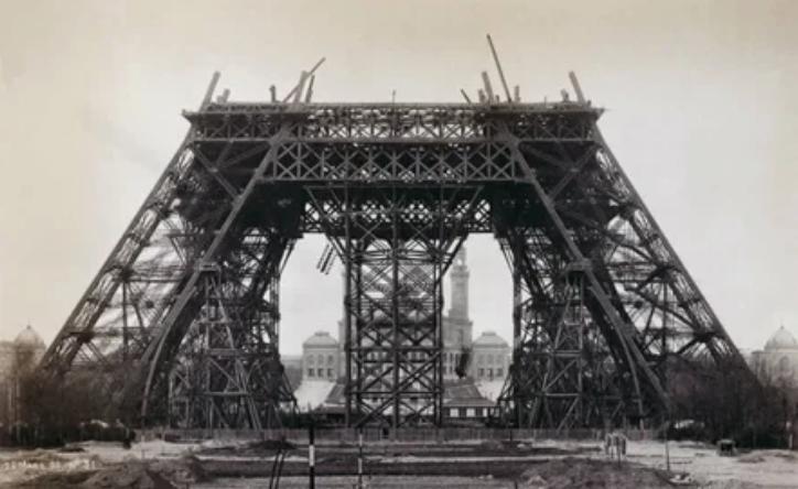 Эйфелева башня во время строительства