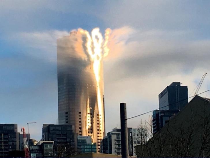 солнце, блики, здание