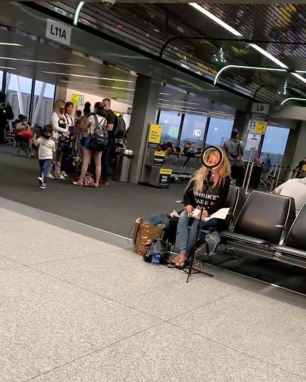 блогер, девушка, аэропорт, вокзал