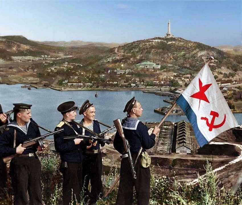 Советские моряки в Порт-Артуре