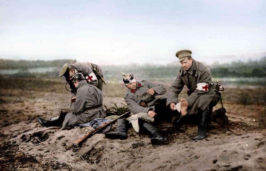 раненные солдаты