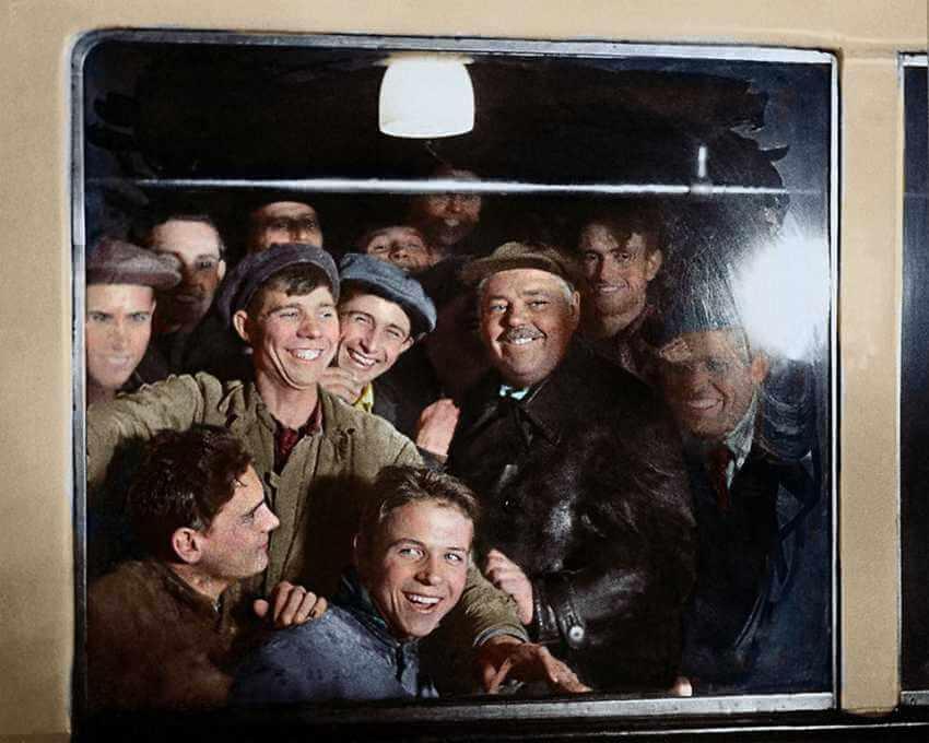 первые пассажиры московского метро