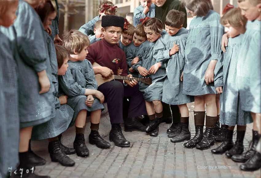 Балалаечник и дети