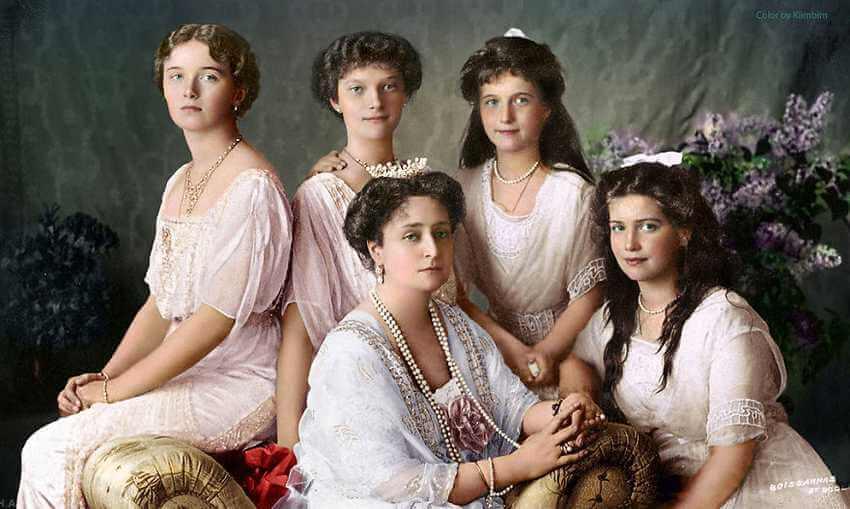 Сестры Романовы с матерью