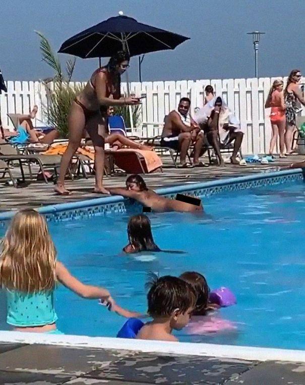 девушка, бассейн, нагота, съемки