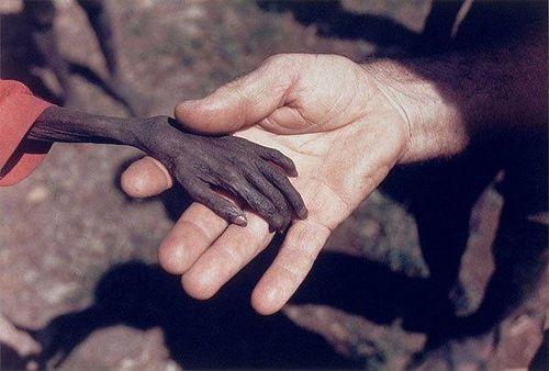«Голодный мальчик и миссионер»