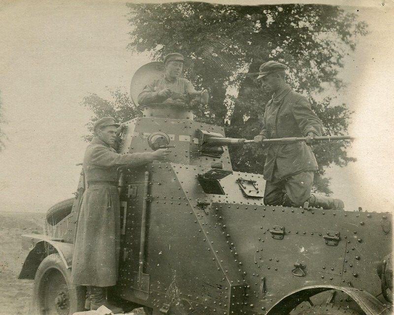 солдаты, бронеавтомомбиль