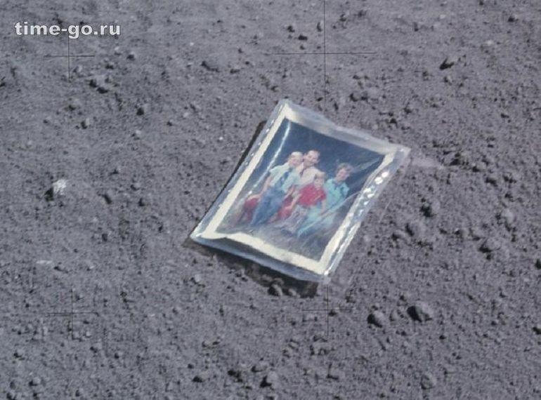 Оставленное астронавтом семейное фото / Фото: ©mirputeshestvij.mediasole.ru